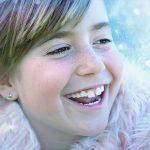 天真爛漫な笑顔の女の子