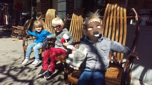 ハロウィンで仮装した子供たち