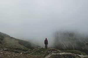 靄(もや)がかかった山