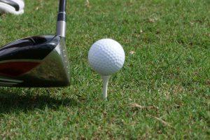 ゴルフのティーショット